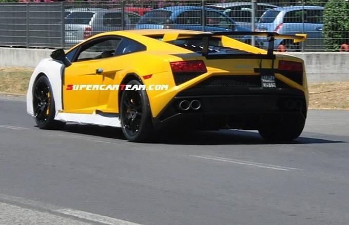 Lamborghini-Cabrera-test-surusu
