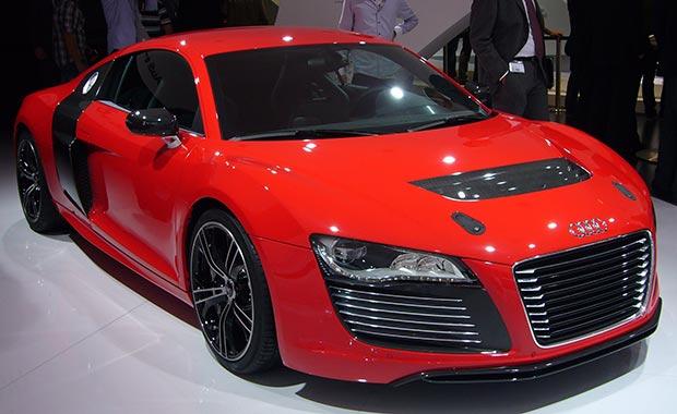 Audi, R8 e-tron'u tanıttı